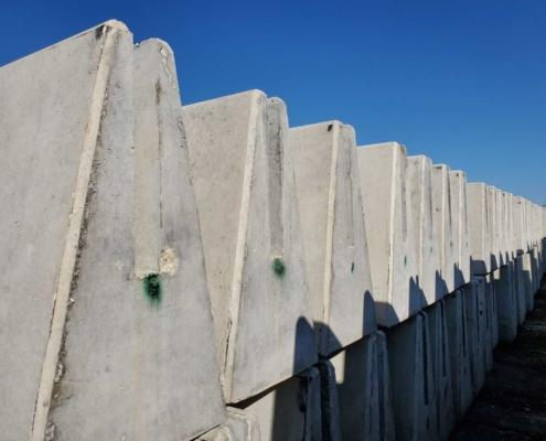 Single Slope Concrete Barrier